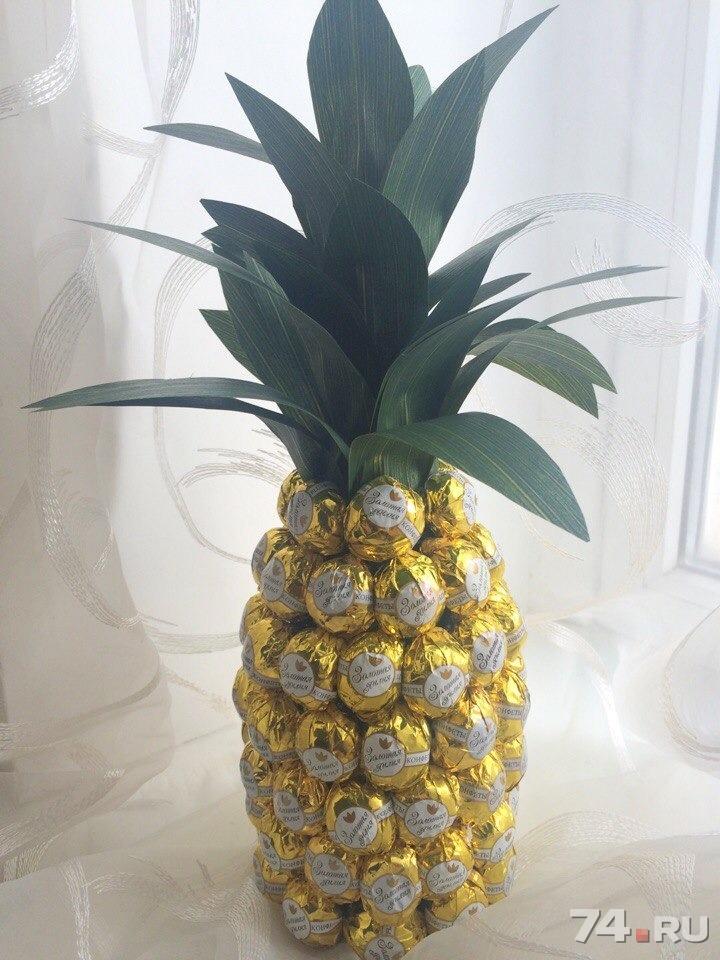 Как сделать ананас из шампанского и конфет своими руками с фото