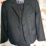 Продам 2 школьных костюма и две рубашки (122 см), Челябинск